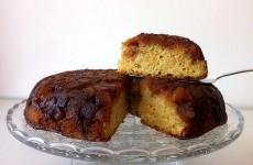 עוגה הפוכה- תפוחים וקינמון בקרמל
