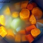 מרק בטטה - בישול הירקות