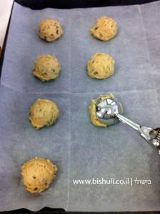 עוגיות שוקולד צ'יפס - מיקום העוגיות בתבנית