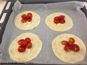מאפה גבינה עם עגבניות שרי - לפני אפייה