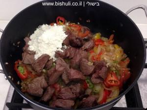 תבשיל בשר - הוספת שאר המרכיבים