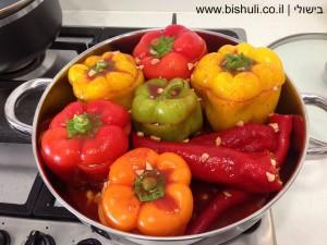פלפלים ממולאים - פלפלים ממולאים לפני הבישול