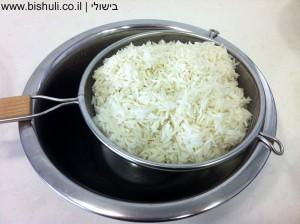 אורז עם תפוחי אדמה - סינון האורז