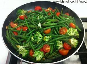 שעועית ירוקה מוקפצת עם ברוקולי ועגבניות שרי