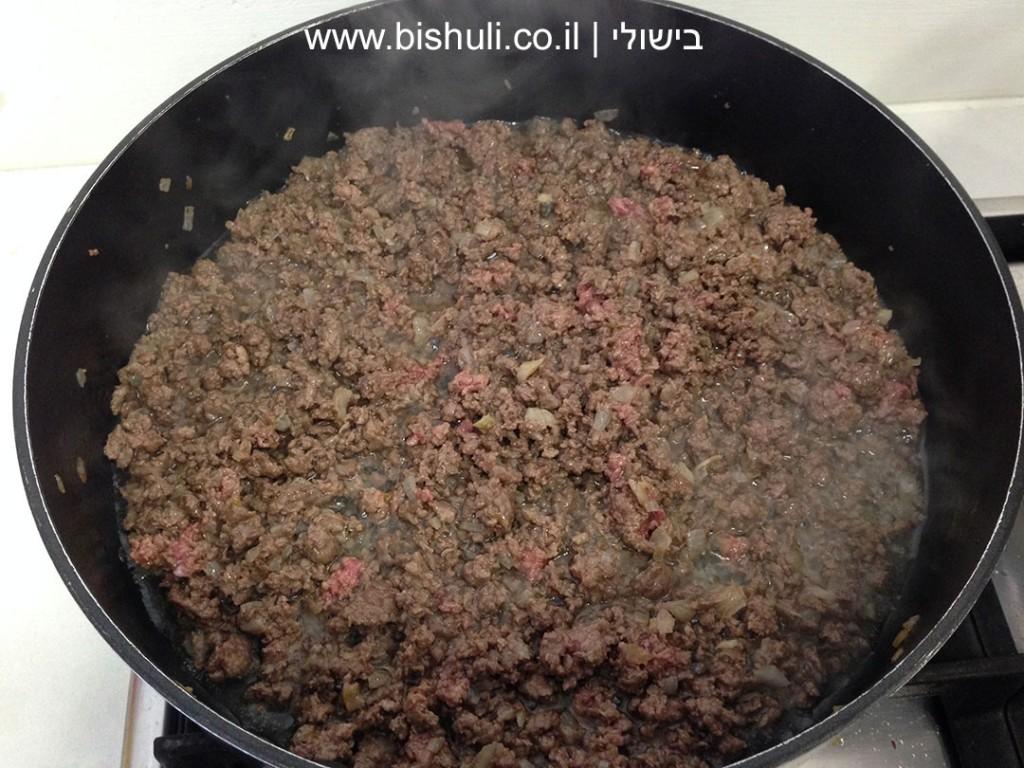 לזניה בשר וחצילים - טיגון הבשר