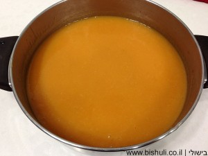 מרק כתום - לאחר טחינת הירקות