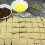 לחם קופים - חיתוך הבצק